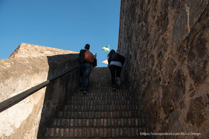 escaleras del castillo de gibralfaro visitas imprescindibles en Málaga