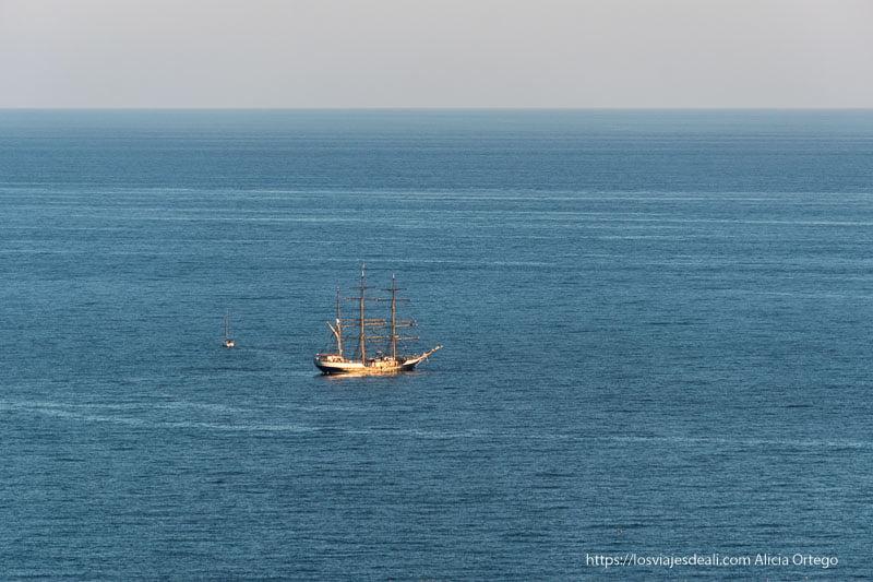 barco en el mar Bahía de Málaga
