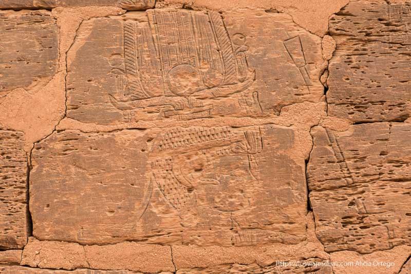 relieve del rey en una capilla de las pirámides de Meroe