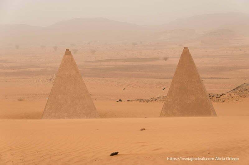 dos pirámides de Meroe reconstruidas