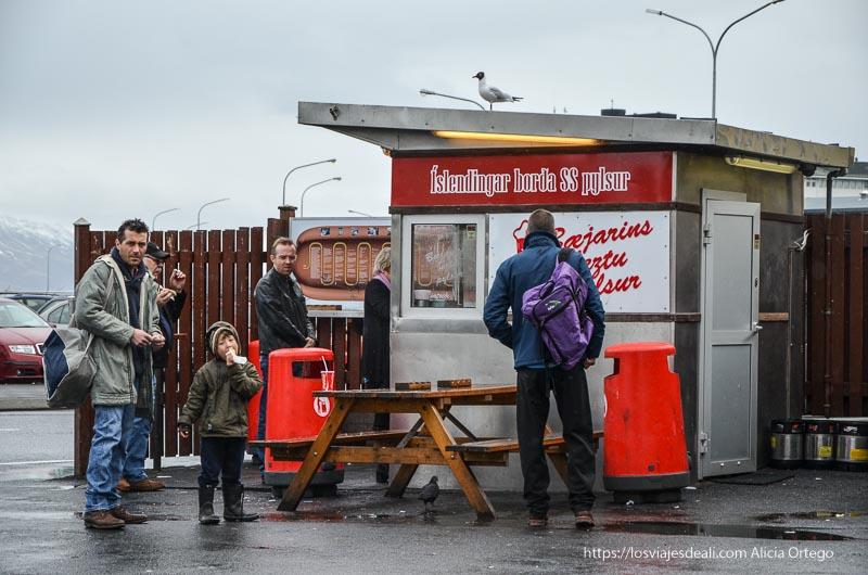 puesto de perritos calientes de Reykjavik