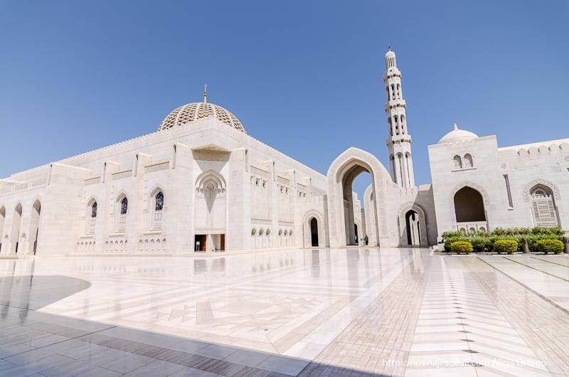 panorámica de la mezquita del sultán qaboos en Muscat