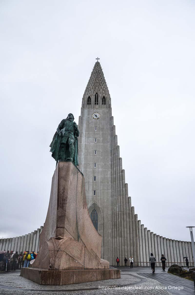 estatua de Erik el Rojo en reykjavik