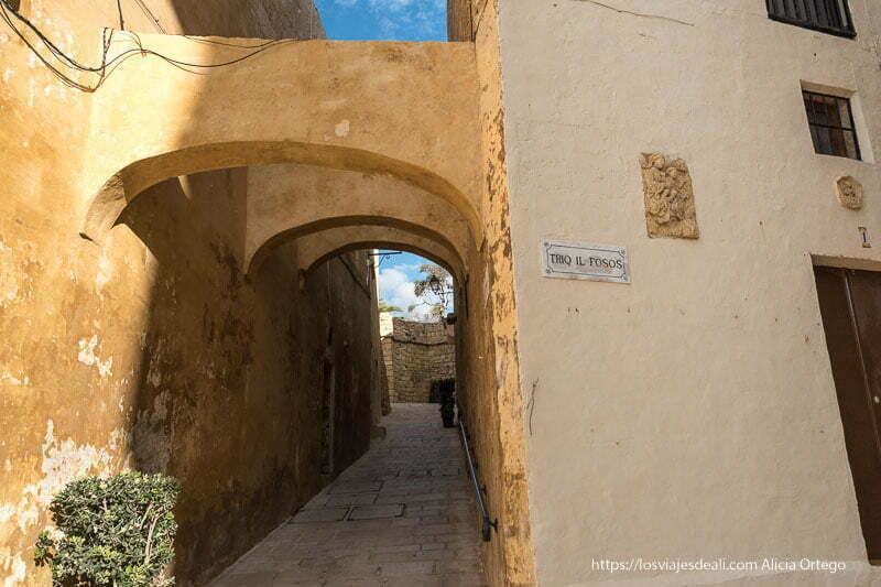 calles con arcos en la ciudadela de Gozo