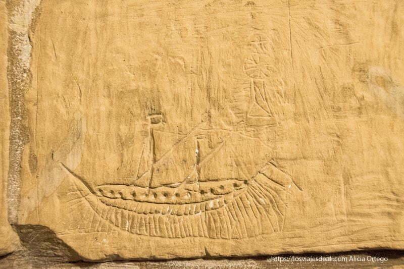 qué ver en Gozo: grafiti de un barco y una mujer en la prisión