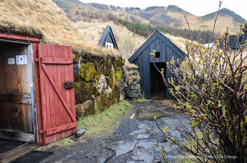 casitas antiguas de islandia con tejado de hierba