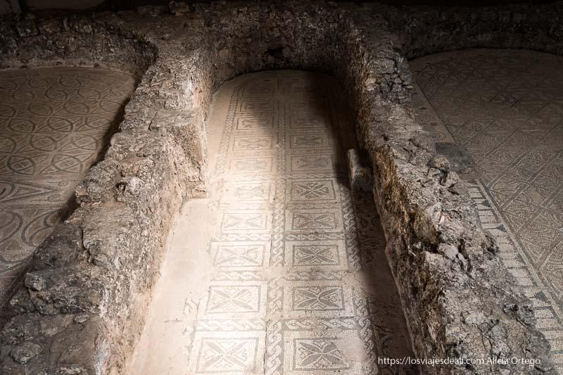 mosaicos en las habitaciones de la dehesa de cuevas de soria romana