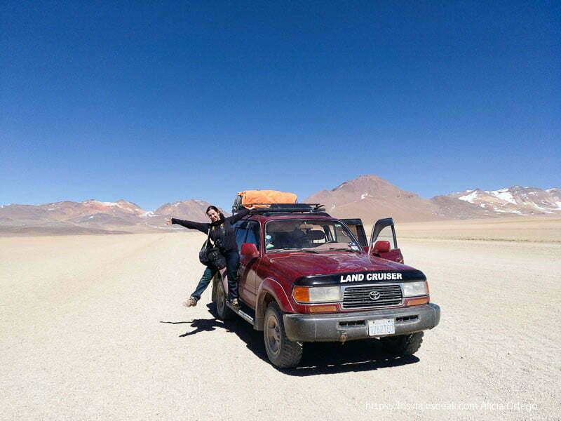 subida al todoterreno del tour de Uyuni