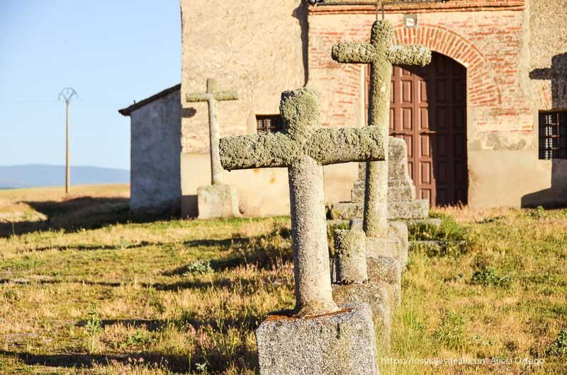 cruces de piedra del vía crucis campos de castilla