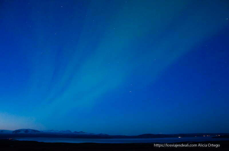 aurora boreal en el parque nacional de Pingvellir en Islandia