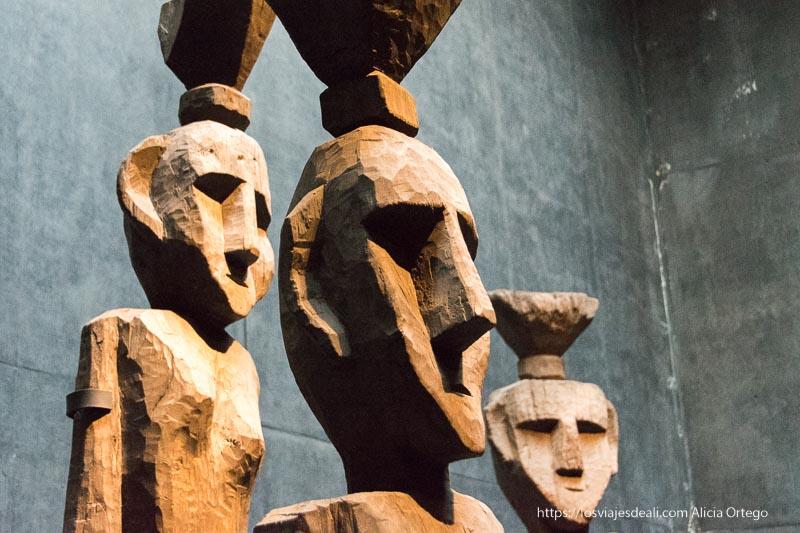 esculturas mapuche de madera en el museo de arte precolombino de santiago Organizar tu viaje a Chile