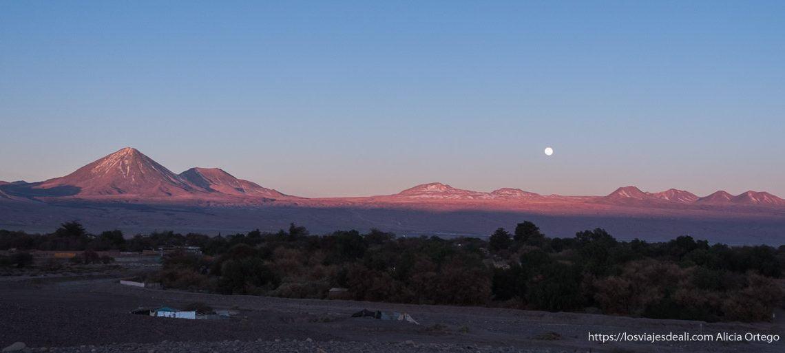atardecer con luna llena en san pedro Organizar tu viaje a Chile