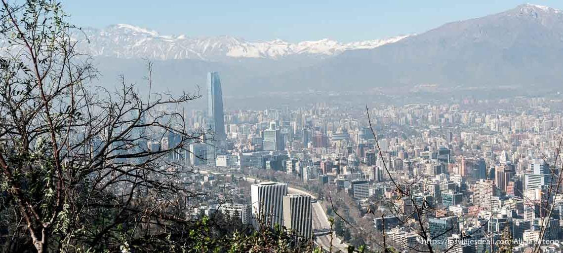 vistas de santiago de chile desde el cerro santa lucía con los andes nevados al fondo