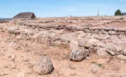 casa romana con techo de paja en el yacimiento de numancia soria romana