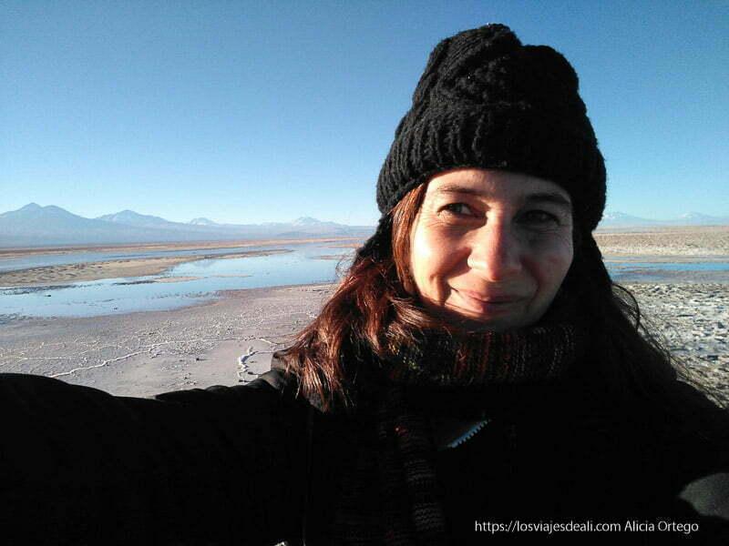selfie muy abrigada en atacama y tú cómo viajas