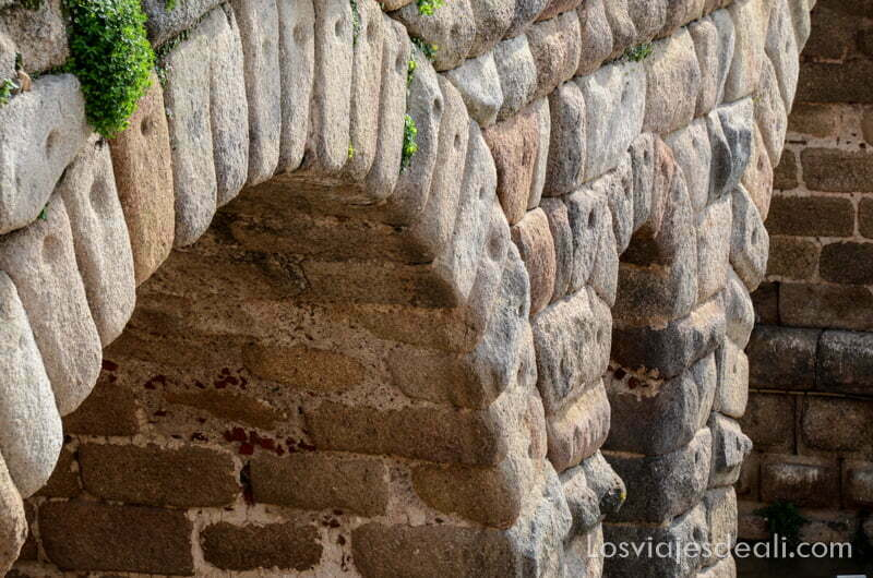 detalle de arcos del puente romano de mérida