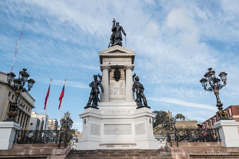 monumento a los héroes con tres soldados Viña del mar y valparaíso