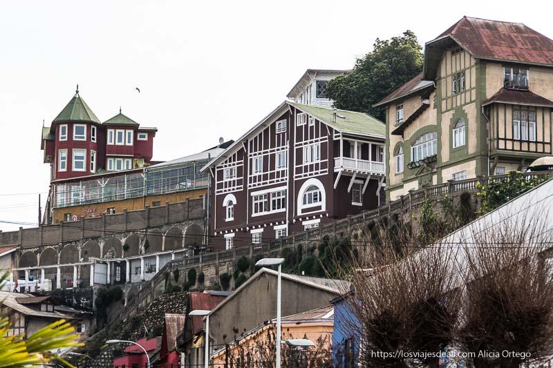 casas de estilo alemán sobre cerros Viña del mar y valparaíso