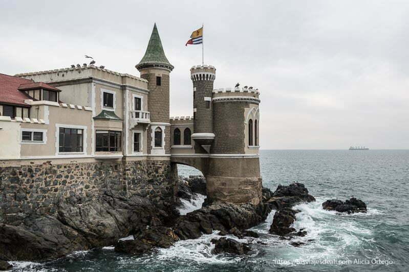castillo sobre las rocas del mar Viña del mar y valparaíso