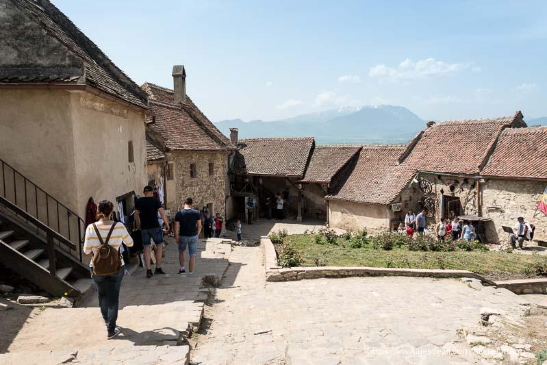 casas en el interior de la ciudadela excursión a bran y rasnov