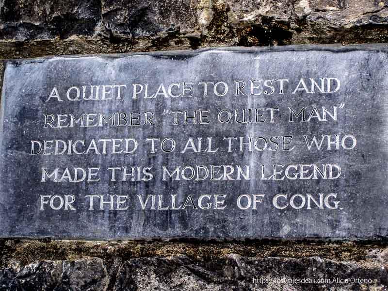 placa conmemorativa de la película El Hombre Tranquilo de John Ford en agradecimiento al pueblo de Cong