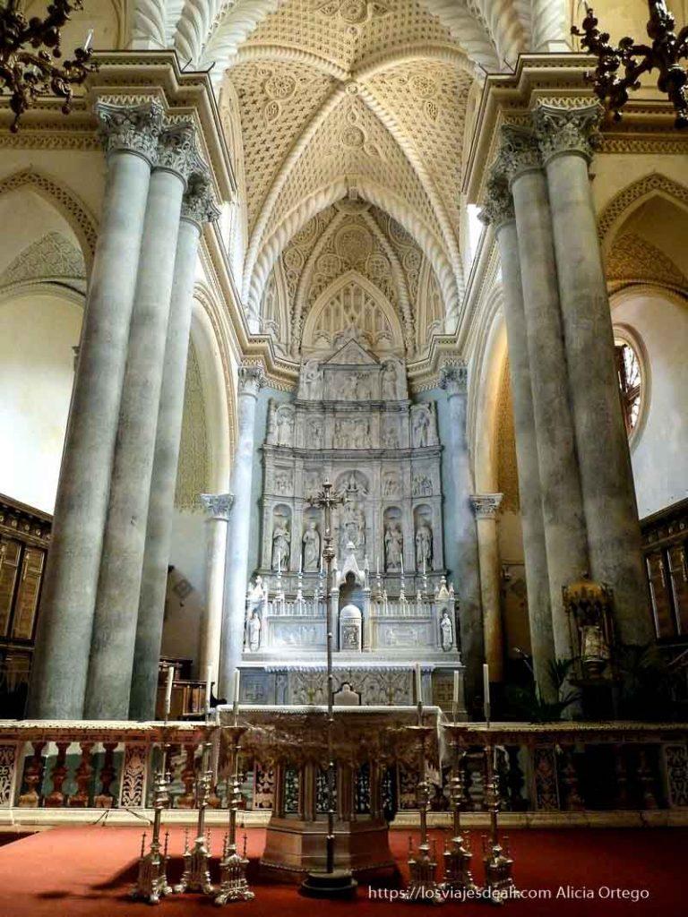 interior iglesia gótica en érice