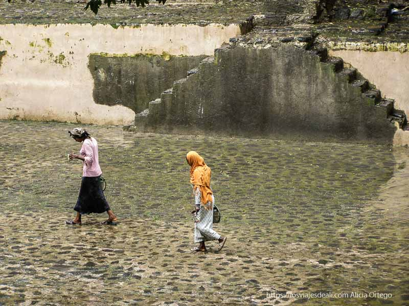 trabajadoras en los baños de fasilidas en gondar