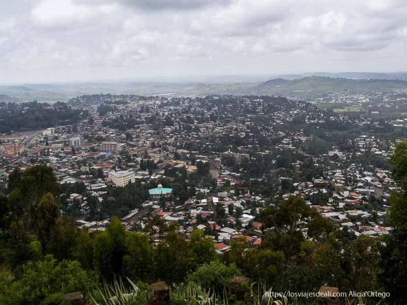 vistas de gondar rodeada de montañas