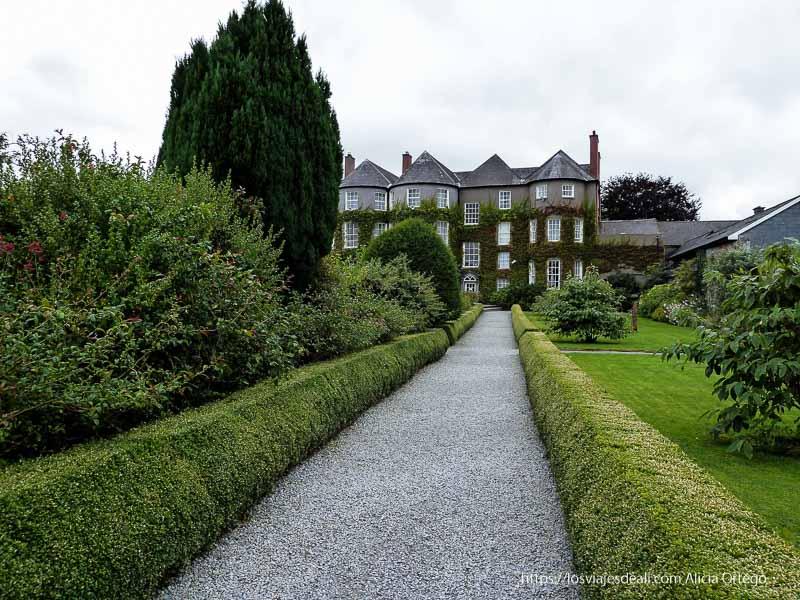 mansión al fondo del jardín kilkenny