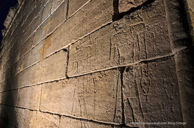relieves del Templo de debod