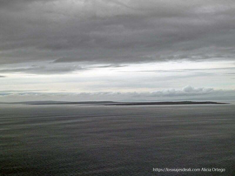 vista de islas desde acantilados de moher
