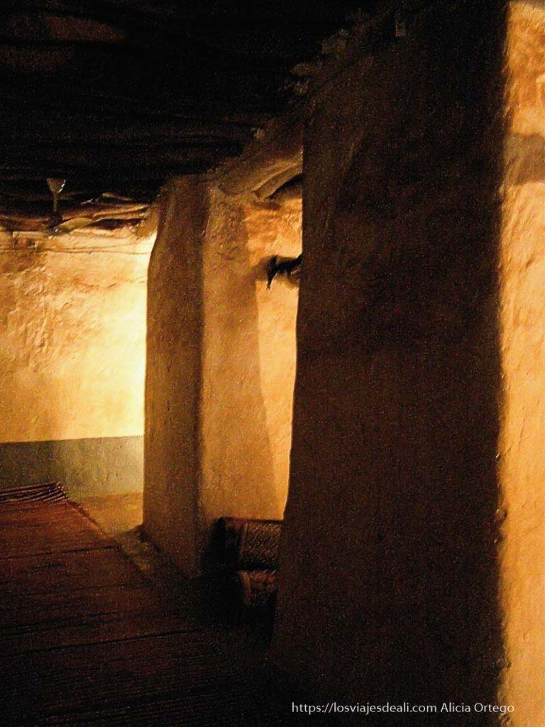 interior de mezquita de bobo dioulasso