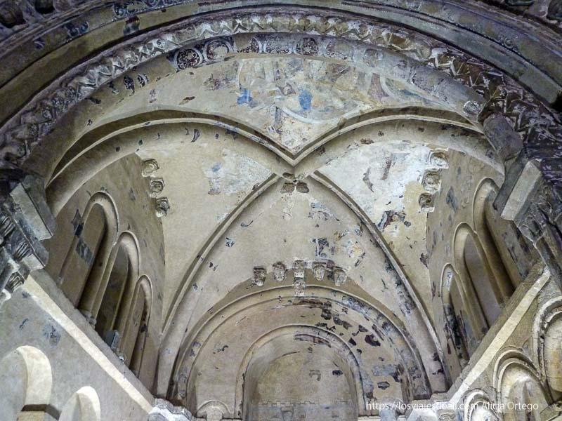 ermita con frescos en rock of cashel castillos en irlanda