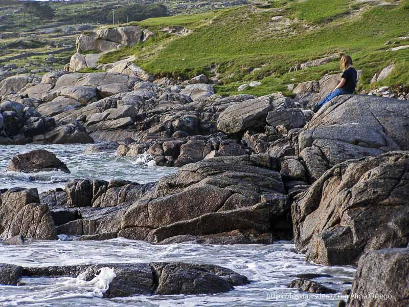 rocas y mar en connemara