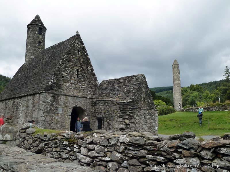 ruinas antiguo monasterio de glendalough