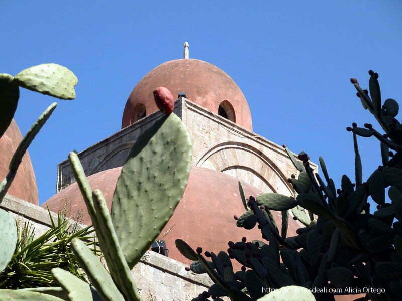 iglesia árabe con cúpulas rojas iglesias y mercados de palermo
