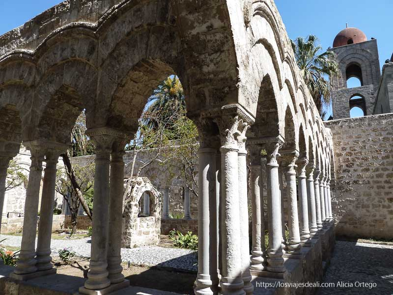 claustro antiguo iglesias y mercados de palermo