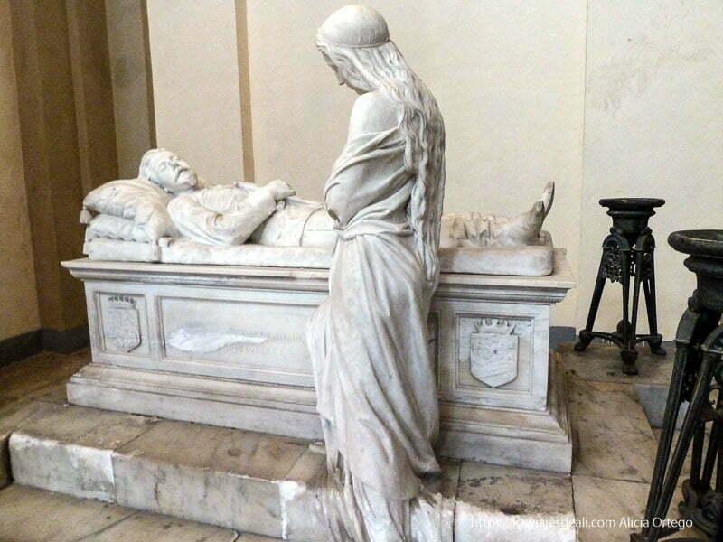 tumba con esculturas de mármol iglesias y mercados de palermo