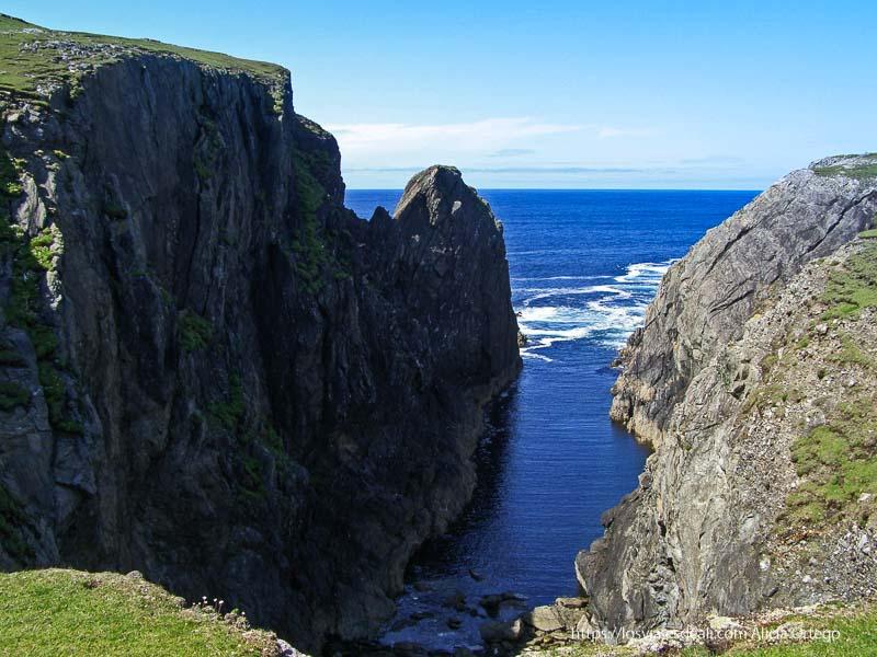 acantilado con entrante de mar en Inishbofin