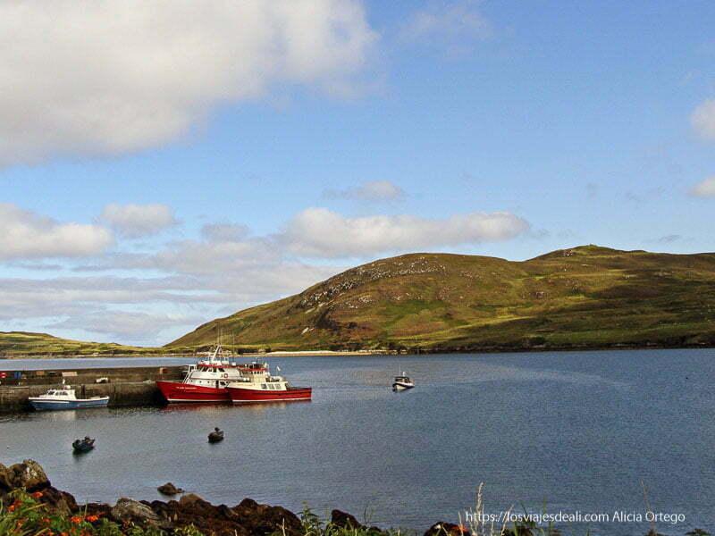 ferry que lleva a Inishbofin