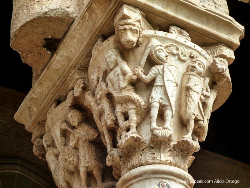 capitel románico de monreale donde se ven soldados