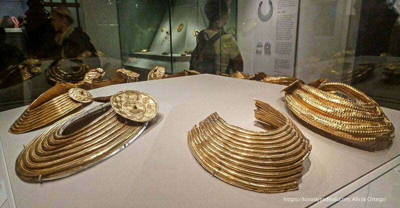 collares de oro en el museo nacional de dublin