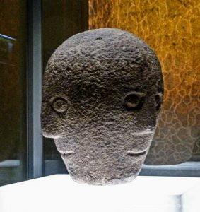 cabeza de piedra museo nacional de dublin
