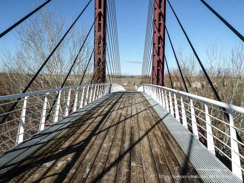 puente de acceso al parque arqueológico de carranque
