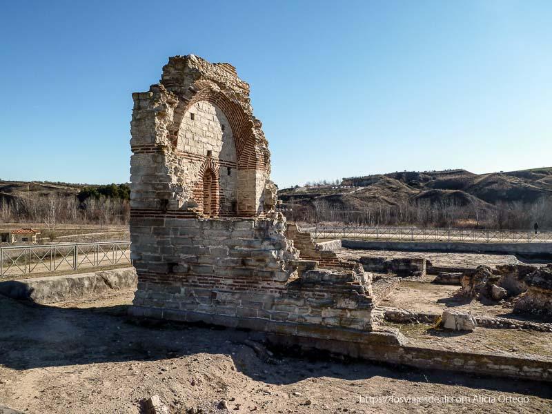 basílica en ruinas en el parque arqueológico de carranque