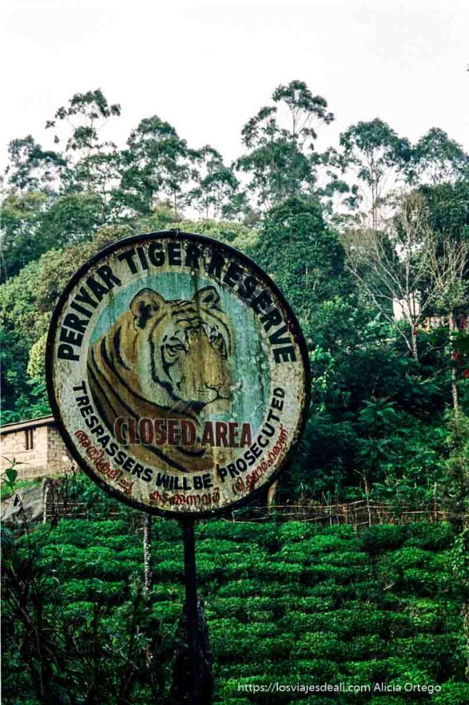 cartel de la reserva de periyar con un tigre de tamil nadu a kerala