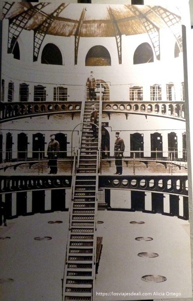 fotografía antigua de prisión de kilmainham