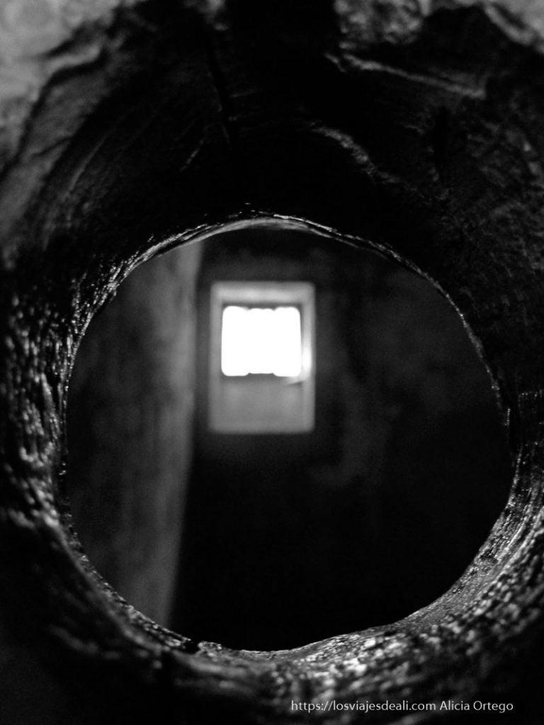 celda a través del ojo de la cerradura prisión de kilmainham