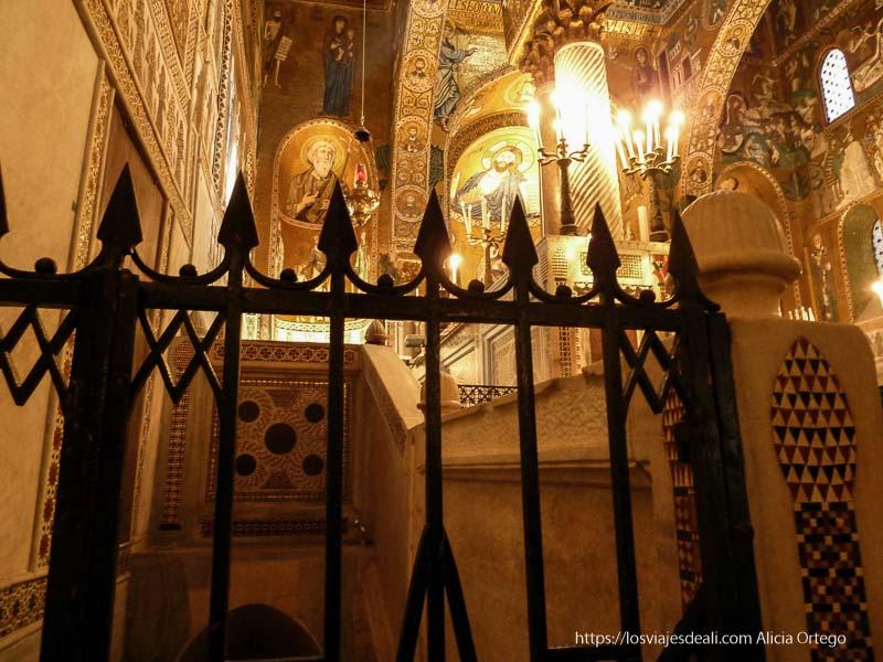 rincón del palacio de normandi lleno de mosaicos y mármoles qué ver en palermo