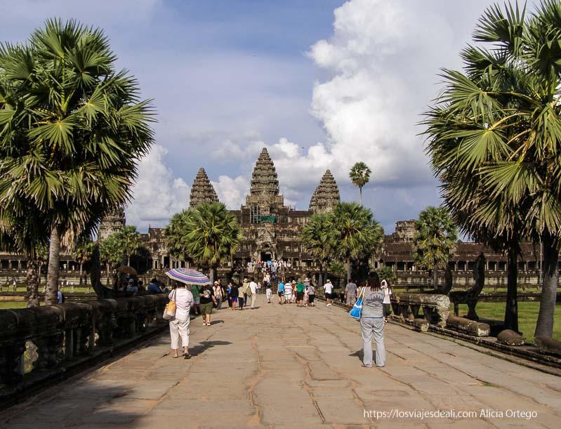 avenida de angkor wat templos de angkor